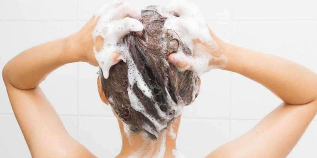 Best Way to Keep Natural Hair Moisturized All Day Long