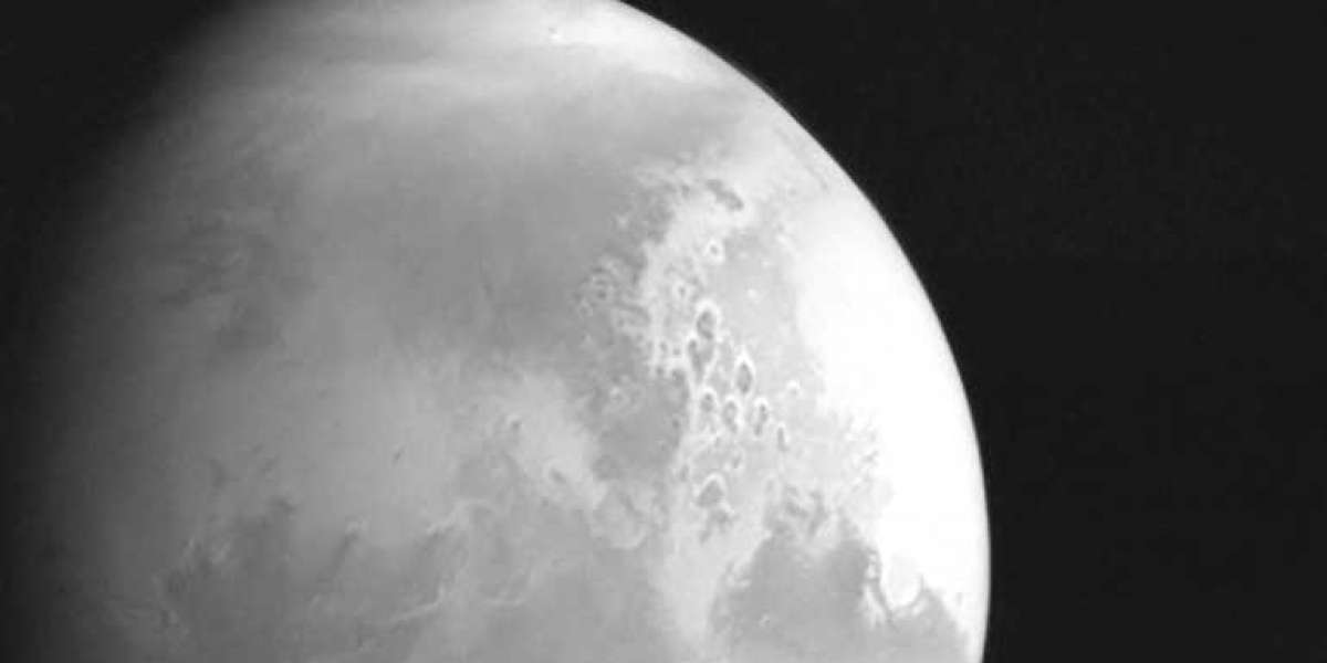 China spacecraft sends Mars footage for first time